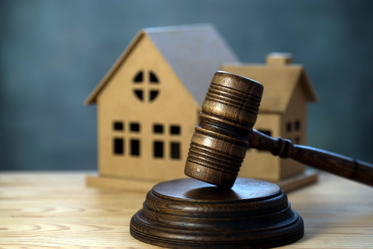 Buying house at auction